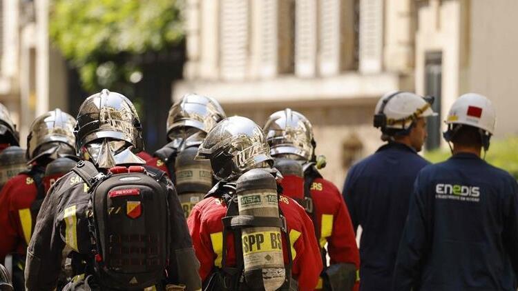 Son dakika: Fransa'da Başbakanlık binası yakınlarında yangın
