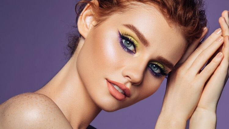 2021 Yazı Göz Makyajı Trendi: Cesur Renkler