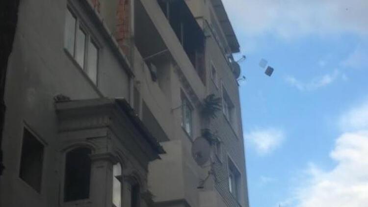 Önce yaşadığı evi yaktı, sonra itfaiyecilere saldırdı