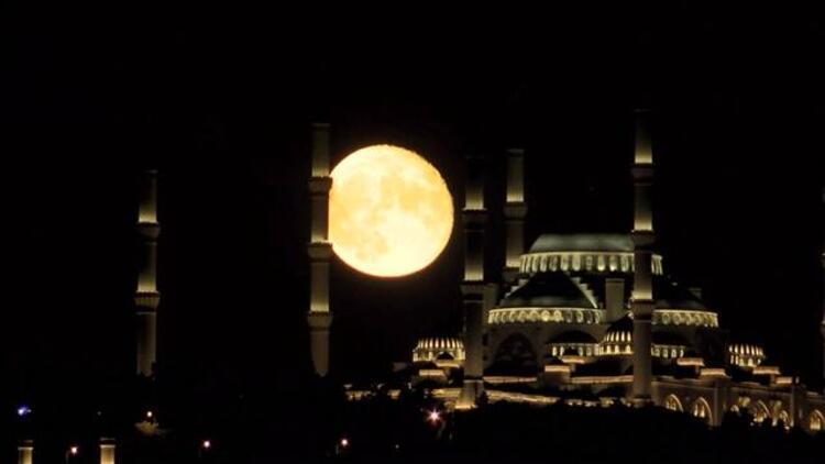İstanbul'da dolunay büyüledi