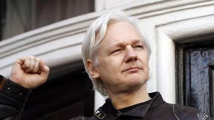 Julian Assangea şok: Vatandaşlığı düşürüldü