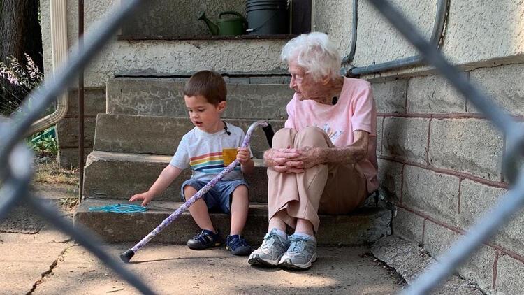 Bu iki dostun arasından su bile sızmıyor... Üstelik aralarındaki 97 yaş farka rağmen