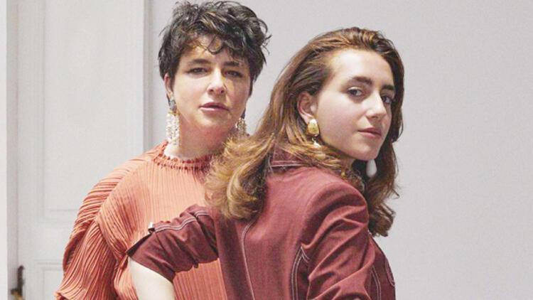 Ayrı odalardanyazışıyoruz Esra Dermancıoğlu'nun kızı Refia Dermancıoğlu koronavirüse yakalandı