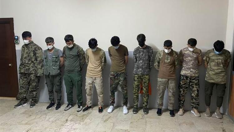 Zeytinburnunda asker kıyafetiyle dolaşan 9 Afgan yakalandı