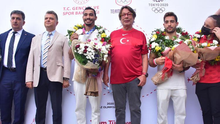 Tokyo 2020de bronz madalya kazanan Ferhat Arıcan, İzmirde