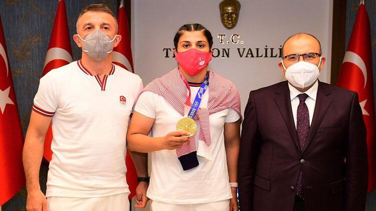 Olimpiyat şampiyonu Busenaz Sürmeneliden Trabzon Valisi Ustaoğlu ve Büyükşehir Belediye Başkanı Zorluoğluna ziyaret