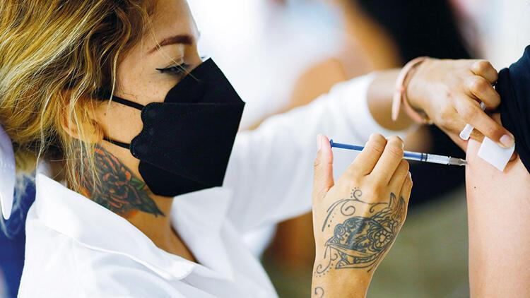 Aşıların etkinliği aydan aya azalıyor