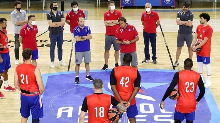 Anadolu Efesli oyuncular, yeni sezonu bekliyor