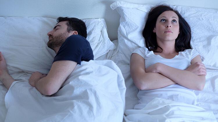 Çiftler beraber mi yoksa ayrı mı uyumalı'Cinsel hayatı geliştirebilir...'