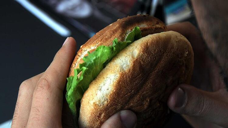 Bolivyada dehşete düşüren olay Hamburgerinden insan parmağı çıktı