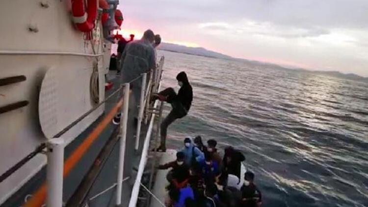 Ayvalık açıklarında 54 kaçak göçmen kurtarıldı