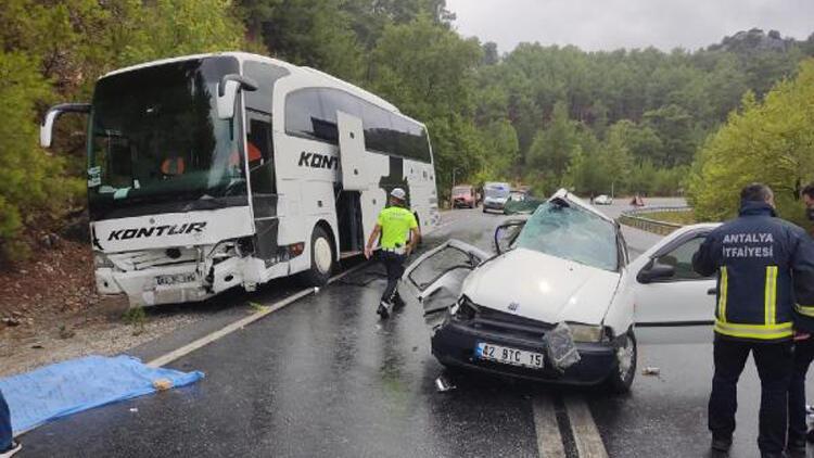 Antalyada otobüs ile otomobil çarpıştı: 2 kişi hayatını kaybetti, 2 çocuk yaralandı