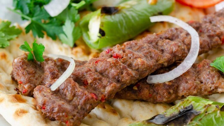 Gelinim Mutfakta Adana kebabı nasıl yapılır? Adana kebap tarifi, malzemeleri