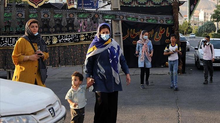 İranda son 24 saatte 453 kişi Kovid-19dan hayatını kaybetti