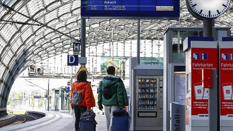Almanya'da demir yolu şirketiyle makinistler anlaştı