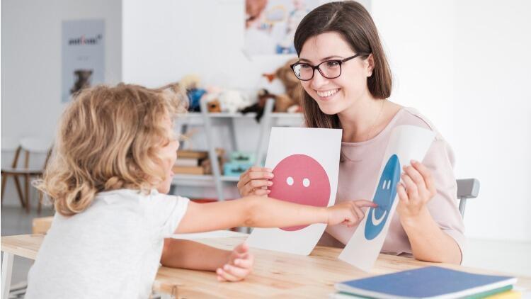 Otizm DIRFloortime tedavisinde iletişime dayalı seanslar uygulanıyor