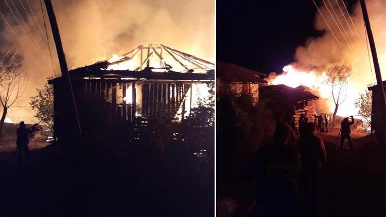 Ankarada köyde çıkan yangında 8 ev kül oldu