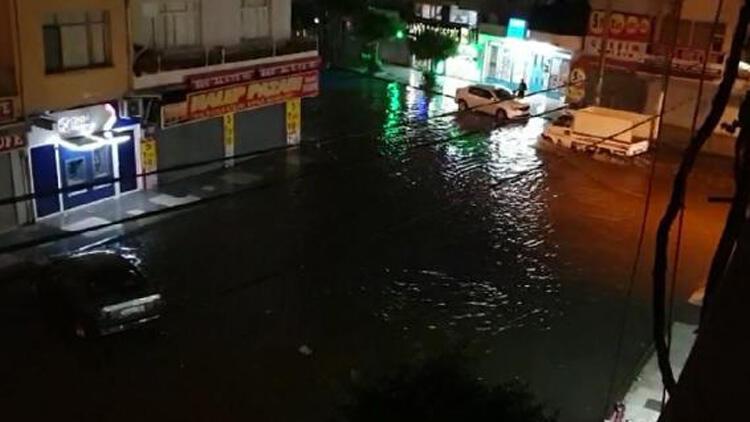 İskenderun'da şiddetli yağış Yolları su bastı