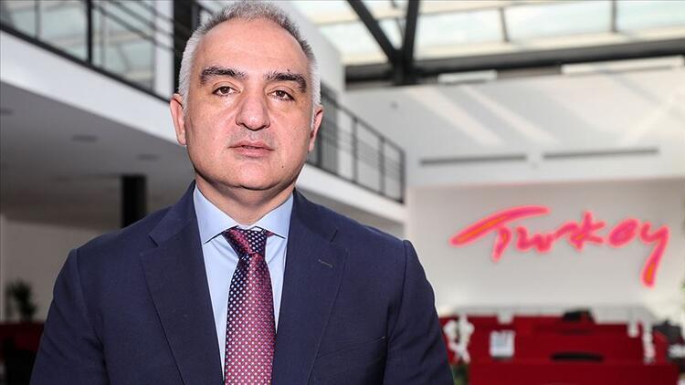 Bakan Ersoy: Türkiye, İngiltereden gelecek misafirlerini güvenle ağırlamaya devam edecek
