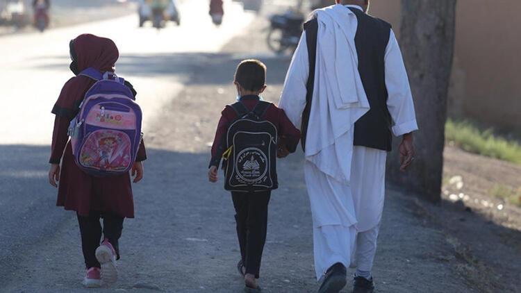 Taliban Afganistanda ortaokulları açtı: Kız öğrenciler eğitime dahil edilmedi