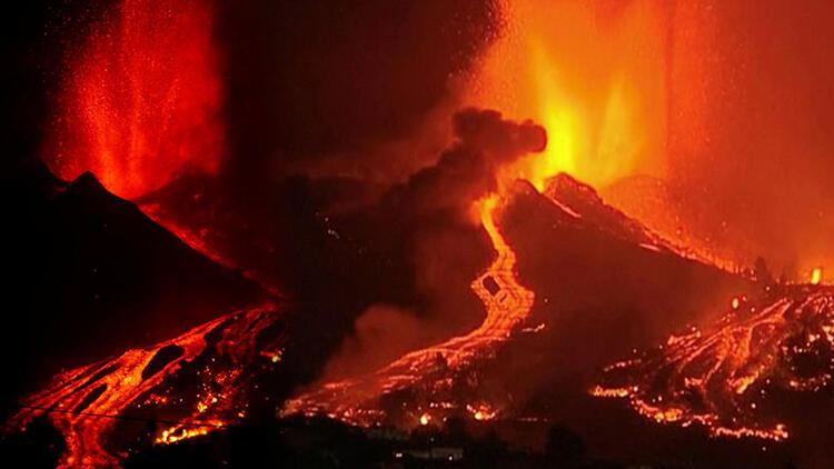 Kanarya Adalarında faaliyete geçen yanardağ nedeniyle 5 bin kişi tahliye ediliyor