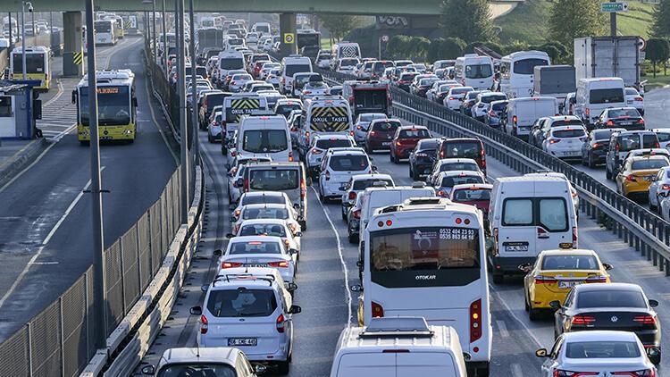 Son dakika: İstanbulda haftanın ilk iş gününde trafik yoğunluğu
