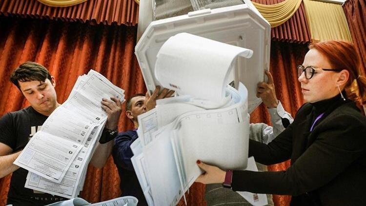Putinin partisi seçimi önde götürüyor... Ülke seçim hilesi tartışmalarıyla çalkalanıyor