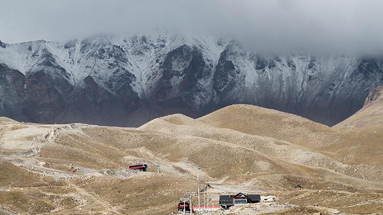 Eylülde kar sürprizi İç Anadolunun en yüksek dağı Erciyese kar yağdı