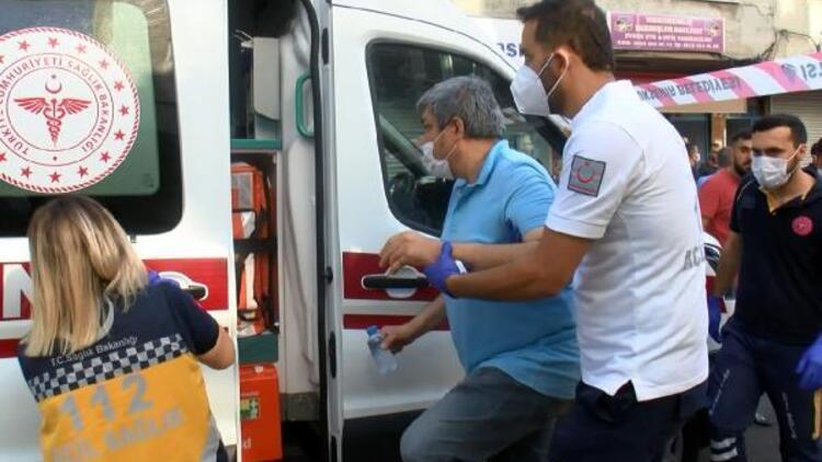 Beyoğlunda korkutan yangın: 12 işçi dumandan etkilendi