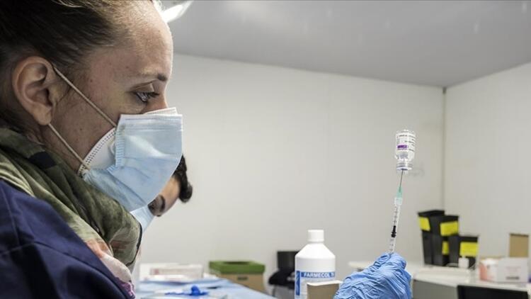 İtalyada 3. doz aşılar uygulamanya başladı