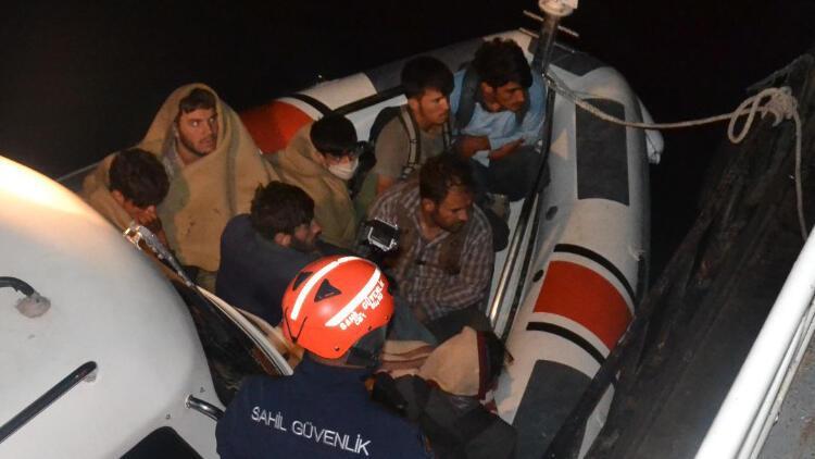 Van Gölünde şişme botta 60 düzensiz göçmen yakalandı