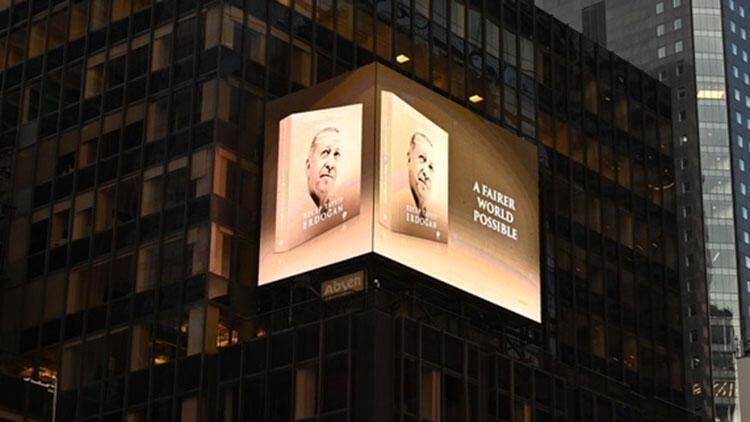 Cumhurbaşkanı Erdoğan'ın Daha Adil Bir Dünya Mümkün kitabı New York'ta led ekranlarda tanıtıldı