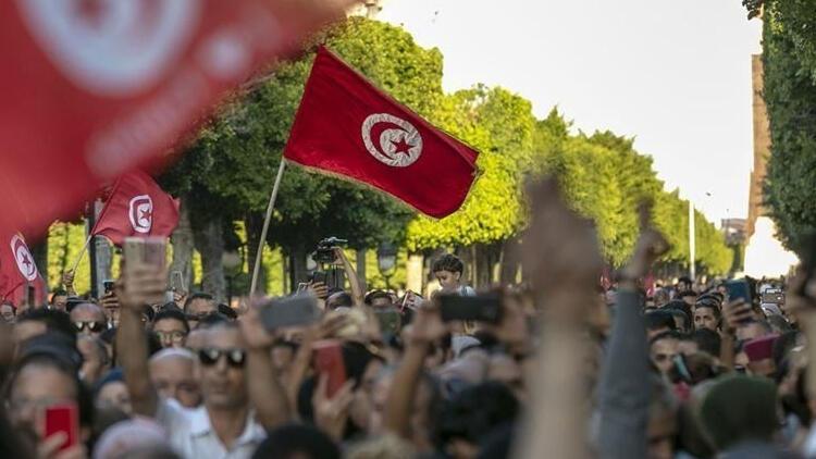 Tunusta 5 siyasi parti Saidin kararlarına karşı çıkıyor
