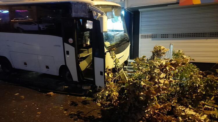 Esenyurtta servis midibüsü kazası: 1 ölü