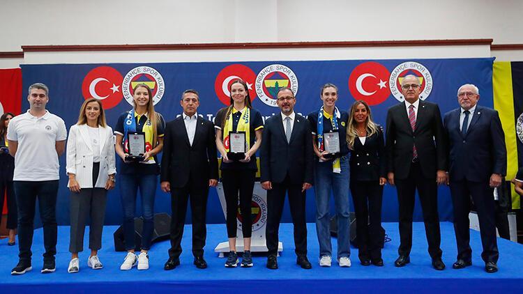 Bakan Kasapoğlu, Fenerbahçenin olimpik sporcularla buluşma etkinliğine katıldı