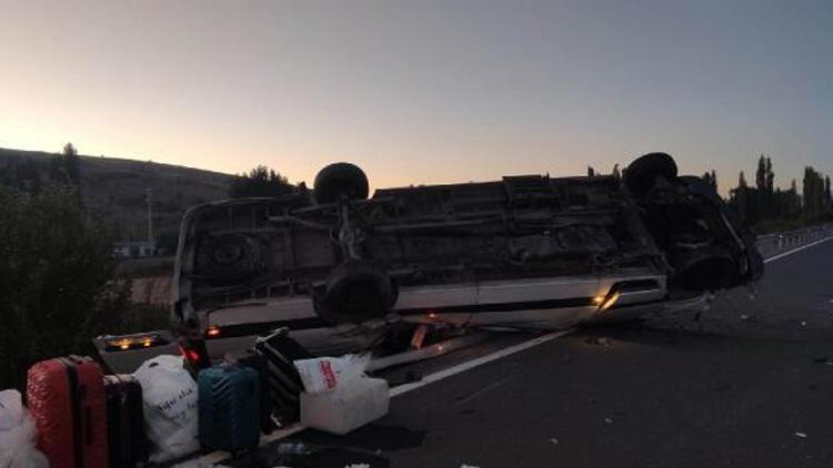 Kız isteme yolunda kaza Minibüs devrildi: Yaralılar var