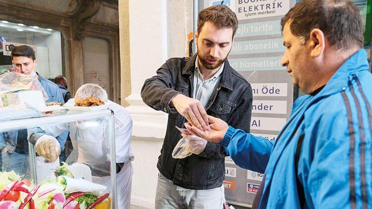 Seyyar satıcının işi zorlaşıyor