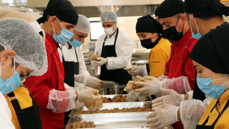 Yemek fabrikası gibi okul