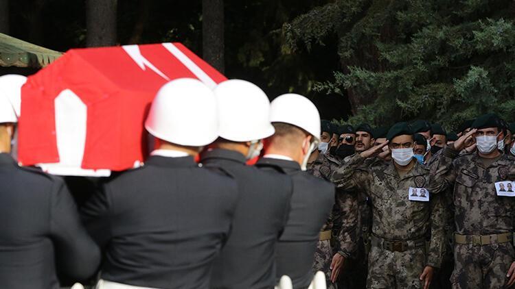 Fırat Kalkanı Harekatı bölgesinde şehit olan iki polis için Gaziantepte tören düzenlendi
