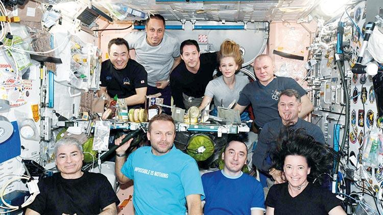 Uzayda akşam yemeği