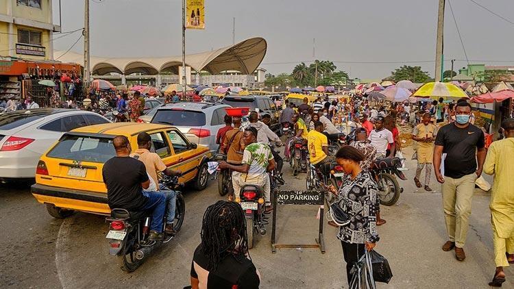 Nijeryada kamu çalışanlarına aşı zorunluluğu getiriliyor