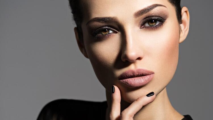 Buğulu Göz Makyajı Nasıl Yapılır? Yeni Başlayanlar İçin Adım Adım Buğulu Göz Makyajı Tüyoları