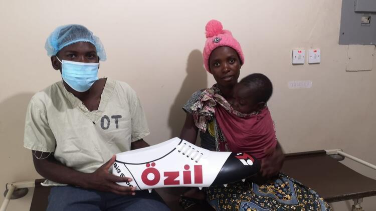 Mesut Özilden Afrikadaki çocuklara destek