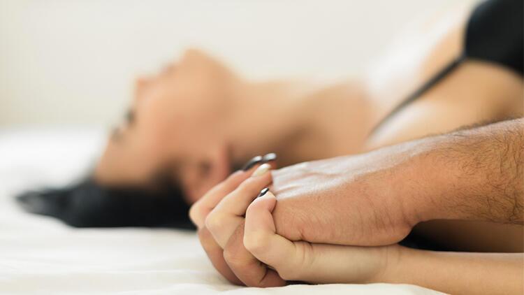 Cinsel İlişki Sırasında Kasıkta Ağrı Neden Olur, Ağrı Olmaması İçin Ne Yapılmalı?