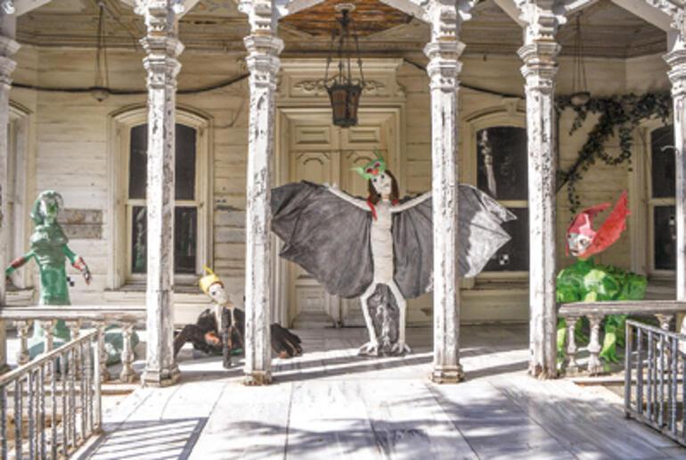 16 adımda 16'ncı İstanbul Bienali