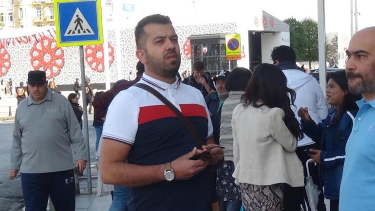Taksim'de bir binadan kopan parça turistin üzerine düştü