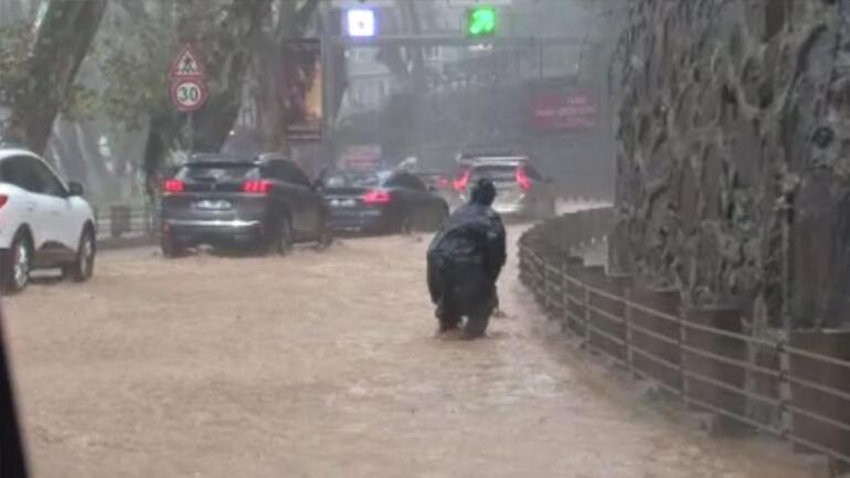 Son dakika... Meteoroloji İstanbulu uyarmıştı, Beykozda yollar göle döndü