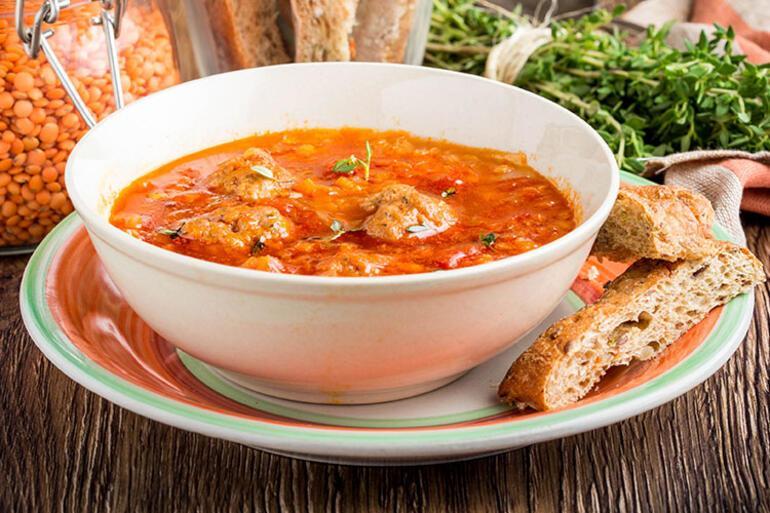Aya köfteli çorbayla sıcacık bir merhaba