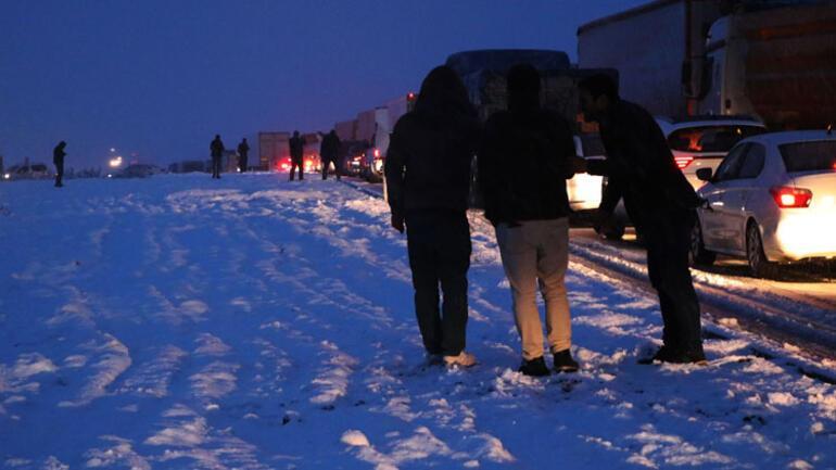 Son dakika haberi... Diyarbakır-Şanlıurfa karayolu kardan kapandı