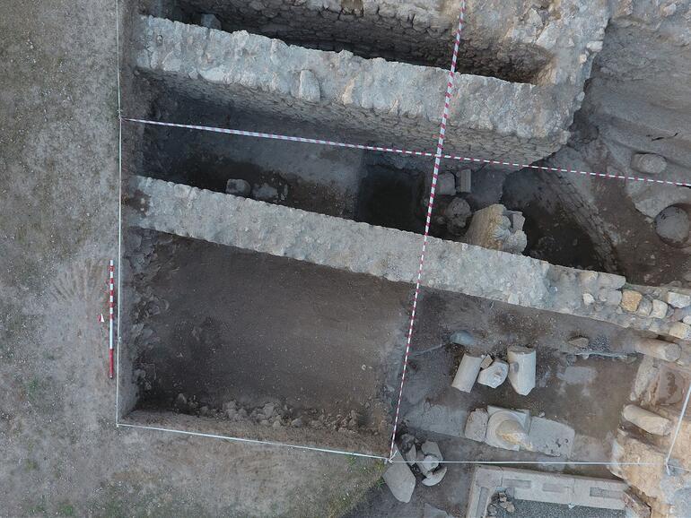 Hadrianaupoliste 1800 yıllık adak levhası bulundu